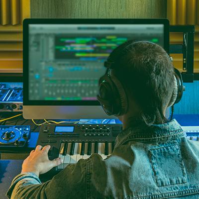 Deja en nuestras manos tu producción musical y consigue los mejores resultados