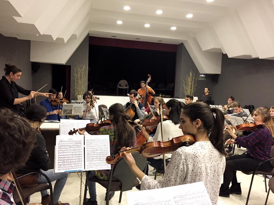 Lara Diloy dirige la Orquesta Madrid Sinfónica