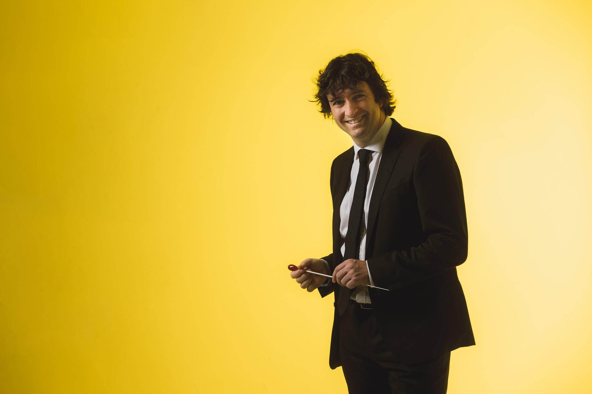 Óliver Díaz dirige en el Helikon Opera e Moscú